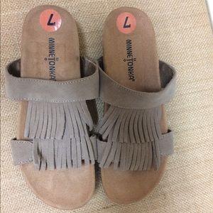 Minnetonka Daisy Fringe suede sandal